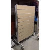 Štender s drážkovým panelom 172*141cm+ 4 ks košov ZDARMA