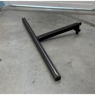 Hák čierny do úzkej rebriny chrom. lišta v tvare T 60x31cm