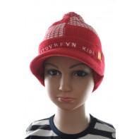 Detská čiapka so šiltom a brmbolcom